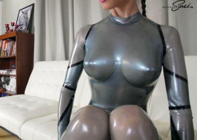Fantastic_Rubber_Desertgirl_Catsuit_Webcam